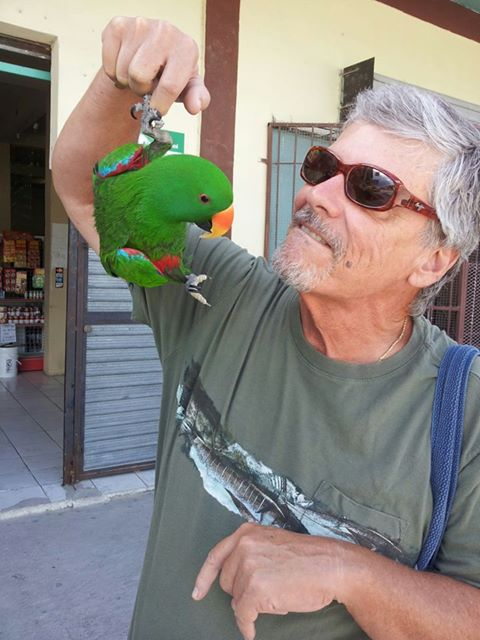 Jimmy Buffet's Parrot Heads got nuttin'on me: With Harry the fellow American expat and movie actor from Hollywood. You meet the most interesting birds in Belize.