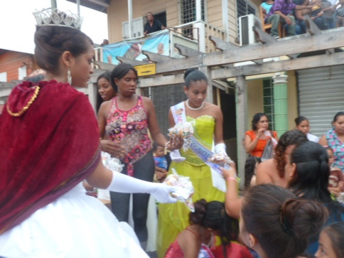 Anywhere there's a Queen making an appearance in Belize, the Queen will be distributing free candy to children who make some long and very, very long lines to get their royal sweets from Her Highness. This is a given at the Sept. 10 and 21 celebrations, at Christmas holiday events--there's going to be a Queen with candy for the kids.