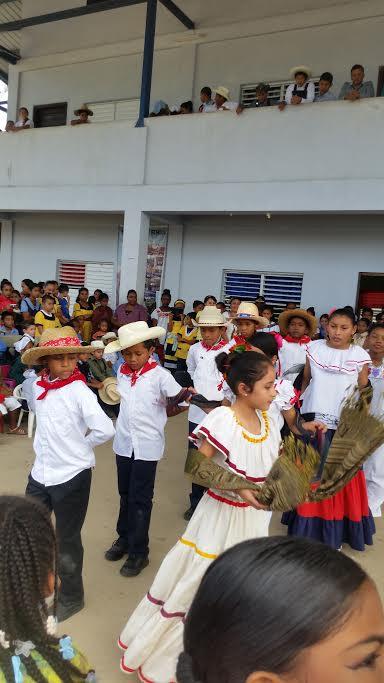 Mestizo dancing