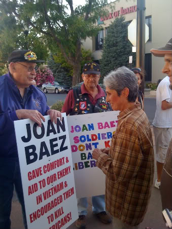 Rather than ignoring or angrily confronting a small group of Vietnam vets protesting the anti-war stance she took back in the day, Joan Baez took the peacemaker's approach and went out to listen to what they had to say to her.