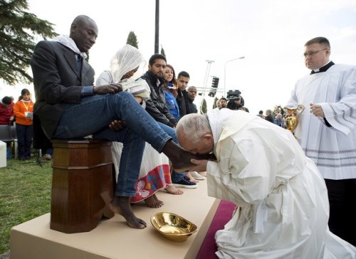 """Heal the wounds!"" Pope Francis washing and kissing  the feet of refugees, including three Muslim men."